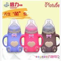 廠家批發寬口徑玻璃奶瓶帶手柄硅膠套防摔防脹氣嬰兒奶瓶母嬰用品