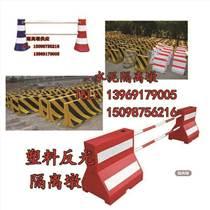 鄄城小水馬,橡膠水馬,塑料隔離墩,水馬圍欄供應廠家Q劉
