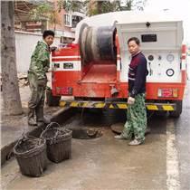 南京清理各小區化糞池