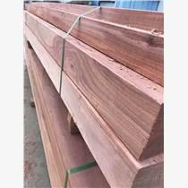 吐鲁番景观木材:山樟木防腐木 山樟木就是香樟木吗 两者有什么区别