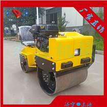 廠家來報價柴油機雙驅雙振動座駕式壓路機