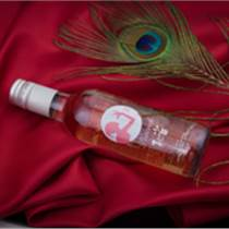 天鹅庄·小孔雀莫斯卡托甜桃红葡萄酒