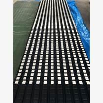 礦井皮帶機滾筒陶瓷膠板現場包膠冷粘菱形耐磨膠板