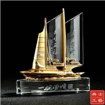 供應一帆風順禮品 水晶帆船模型擺件 淄博市上市紀念品